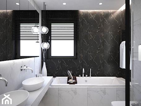 Aranżacje wnętrz - Łazienka: Łazienki w domu jednorodzinnym - Średnia biała czarna łazienka z oknem, styl glamour - Taki Projekt. Przeglądaj, dodawaj i zapisuj najlepsze zdjęcia, pomysły i inspiracje designerskie. W bazie mamy już prawie milion fotografii!