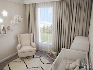 Nowojorski apartament w Lublinie - Mały szary pokój dziecka dla chłopca dla dziewczynki dla niemowlaka, styl eklektyczny - zdjęcie od CZYSTA FORMA