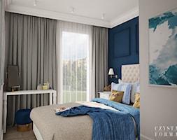Nowojorski apartament w Lublinie - Średnia biała niebieska sypialnia małżeńska z balkonem / tarasem, ... - zdjęcie od CZYSTA FORMA - Homebook