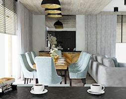 Jadalnia w odsłonie czerni, bieli i drewna - zdjęcie od CZYSTA FORMA