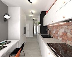 Projekt E. - Średnia otwarta beżowa szara czarna kuchnia dwurzędowa z wyspą - zdjęcie od Ohlala Wnętrza