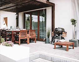Urządzony tarasu - Średni taras z tyłu domu - zdjęcie od MartynaG.pl - Homebook