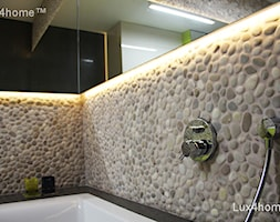 Sciana z otoczaków w łazience - beżowe mozaiki z otoczaków - zdjęcie od Lux4home™