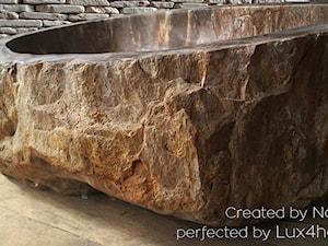Umywalki ze skamieniałego drewna