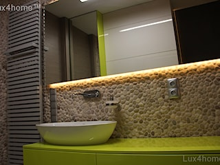 Beżowe otoczaki na ścianie - otoczaki do łazienki