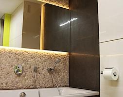 Beżowe otoczaki na ścianie - otoczaki do łazienki - zdjęcie od Lux4home™