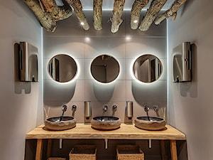 Umywalki z kamienia polnego - łazienka w restauracji