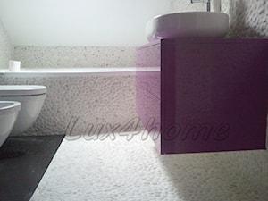 Białe otoczaki łazienka - mozaika z białych otoczaków