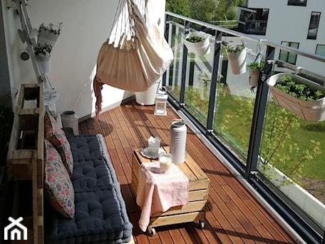 Aranżacje wnętrz - Taras: Parkiet balkonowy GUMI - GUMI Taras. Przeglądaj, dodawaj i zapisuj najlepsze zdjęcia, pomysły i inspiracje designerskie. W bazie mamy już prawie milion fotografii!