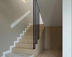 Dom w Grabinie - Schody, styl minimalistyczny - zdjęcie od Szkic Design - Projektowanie wnętrz - Homebook