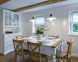 Dom przysłupowy - Średnia biała jadalnia, styl rustykalny - zdjęcie od Beata Szczudrawa projektowanie wnętrz