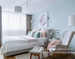 Mieszkanie w bloku dla kobiety - Średnia szara sypialnia małżeńska, styl skandynawski - zdjęcie od Beata Szczudrawa projektowanie wnętrz - Homebook