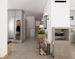 Kamienny Dom - Duży szary hol / przedpokój, styl klasyczny - zdjęcie od Beata Szczudrawa projektowanie wnętrz