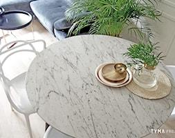 Dolce Vita - Średnia otwarta biała jadalnia w salonie, styl włoski - zdjęcie od TYMA projekt