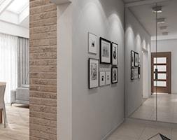 (Tarnowskie Góry) Projekt domu jednorodzinnego 14 - Mały szary hol / przedpokój, styl skandynawski - zdjęcie od BAGUA Pracownia Architektury Wnętrz