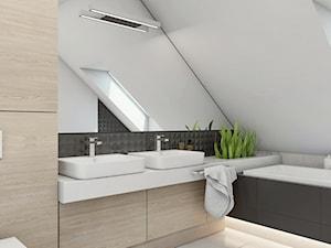 (Sochaczew) Projekt domu jednorodzinnego 8 - Średnia biała szara łazienka na poddaszu w domu jednorodzinnym z oknem, styl nowoczesny - zdjęcie od BAGUA Pracownia Architektury Wnętrz
