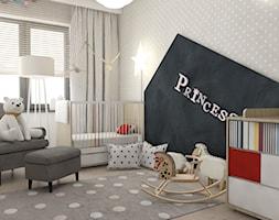 Pokoje dziecięce - Duży szary pokój dziecka dla dziewczynki dla niemowlaka, styl skandynawski - zdjęcie od BAGUA Pracownia Architektury Wnętrz