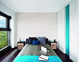 LOFT / Mieszkanie pokazowe Qbik Woronicza - Mała biała turkusowa sypialnia małżeńska, styl industrialny - zdjęcie od Justyna Smolec architektura&design