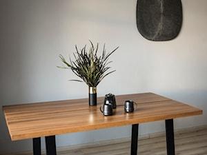 Minimalistyczny stół  ST3 z dzielonym dębowym blatem