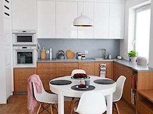 PasteLOVE wnętrze - Średnia otwarta biała kuchnia w kształcie litery l z oknem, styl skandynawski - zdjęcie od Amicus Design