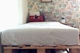 łóżko jednoosobowe z palet