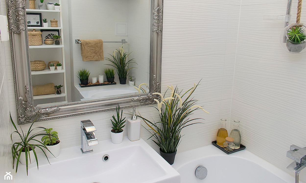 zieleń w łazience, świeże kwiaty