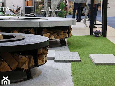 Aranżacje wnętrz - Ogród: Palenisko ogrodowe Hetta Supply Round Mini Black oraz Concret - Paleniska Ogrodowe - HETTA Supply. Przeglądaj, dodawaj i zapisuj najlepsze zdjęcia, pomysły i inspiracje designerskie. W bazie mamy już prawie milion fotografii!