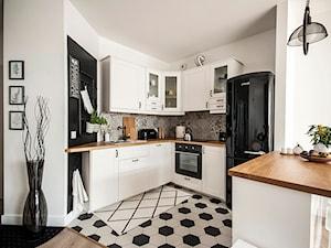 Czarna lodówka w kuchni – czy to dobry pomysł? Sprawdzamy