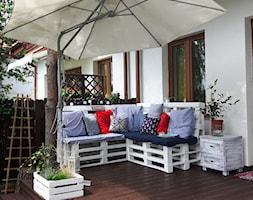 #meblezpalet - Mały taras z tyłu domu w stylu marynistycznym - zdjęcie od Patrycja Kujawa 4