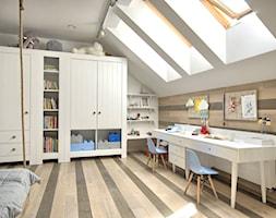 Pokój odkrywców. - Duży biały pokój dziecka dla rodzeństwa dla nastolatka, styl eklektyczny - zdjęcie od Grzegorz Popiołek Projektowanie Wnetrz