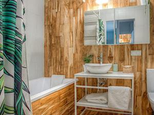 Mieszkanie dla młodych zapracowanych - Średnia biała łazienka na poddaszu w bloku w domu jednorodzinnym bez okna, styl skandynawski - zdjęcie od Jachtoma design