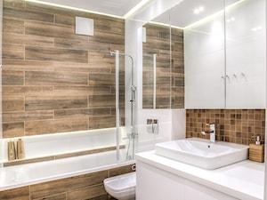 Mieszkanie w męskim stylu - Średnia biała łazienka na poddaszu w bloku w domu jednorodzinnym bez okna, styl nowoczesny - zdjęcie od Jachtoma design