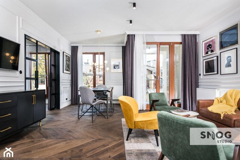 HH Kraków Apartment - realizacja - Średni biały salon z jadalnią z tarasem / balkonem, styl eklektyczny - zdjęcie od STELLARstudio