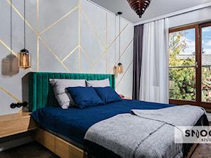 projekt APUS Harmonica House - Średnia szara sypialnia małżeńska, styl eklektyczny - zdjęcie od STELLARstudio
