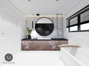 PROJEKT ŁAZIENKI / LIBERTOW - Średnia biała łazienka na poddaszu w bloku w domu jednorodzinnym z oknem, styl minimalistyczny - zdjęcie od MADO DESIGN Projekty Wnętrz - Kraków