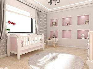 Biały dom - projekt aranżacji wnętrz w domu jednorodzinnym Kalej pod Częstochową - Średni szary różowy pokój dziecka dla dziewczynki dla niemowlaka, styl tradycyjny - zdjęcie od art-park sp. z o.o.