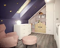Nowonarodzony dom - Mały biały niebieski pokój dziecka dla chłopca dla dziewczynki dla niemowlaka, styl nowoczesny - zdjęcie od Nela Just ARCHITEKTURA WNĘTRZ