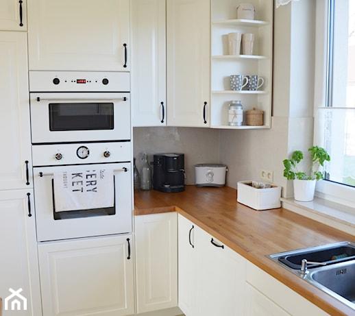 Biała kuchnia z drewnianym blatem  zdjęcie od MLS blog -> Biala Kuchnia Drewnianym Blatem