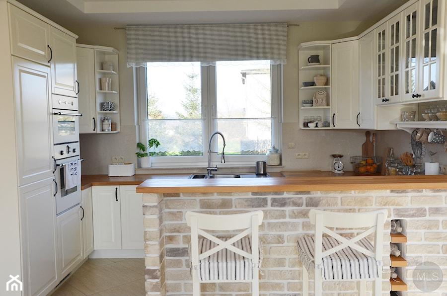 Mebla kuchenne Biala kuchnia z drewnianym blatem -> Biala Kuchnia Obrazy