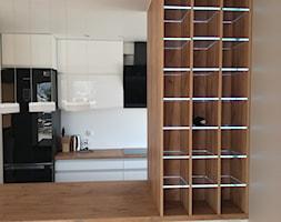 Średnia otwarta biała kuchnia dwurzędowa, styl nowoczesny - zdjęcie od AX MEBEL - Homebook