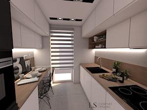 kuchnia w 3 odsłonach - Średnia otwarta wąska biała kuchnia dwurzędowa z oknem, styl nowoczesny - zdjęcie od LS Lempart Studio