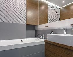Mieszkanie na Wilanowie - Mała szara łazienka na poddaszu w bloku bez okna, styl nowoczesny - zdjęcie od Iv Design