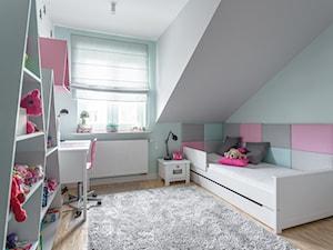 Segment na Białołęce - Średni szary pokój dziecka dla chłopca dla dziewczynki dla ucznia dla malucha dla nastolatka, styl nowoczesny - zdjęcie od Iv Design