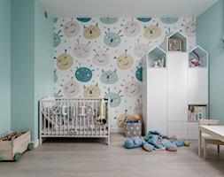 SEGMENT W OŻAROWIE MAZ. - Średni zielony pokój dziecka dla chłopca dla dziewczynki dla niemowlaka dla malucha, styl skandynawski - zdjęcie od Iv Design