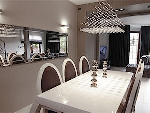 Stylowa jadalnia i salon by La Poem - Średnia otwarta szara jadalnia w salonie, styl glamour - zdjęcie od La Poem Furniture