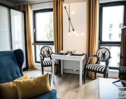 Mieszkanie z widokiem na most Grunwaldzki we Wrocławiu - Jadalnia, styl industrialny - zdjęcie od Strzelecka Design - Homebook