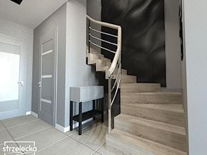 Korytarz ze schodami dywanowymi