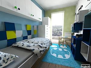Pokój miłośnika aut, wariant 1 - Mały biały niebieski zielony pokój dziecka dla chłopca dla malucha, styl nowoczesny - zdjęcie od Strzelecka Design