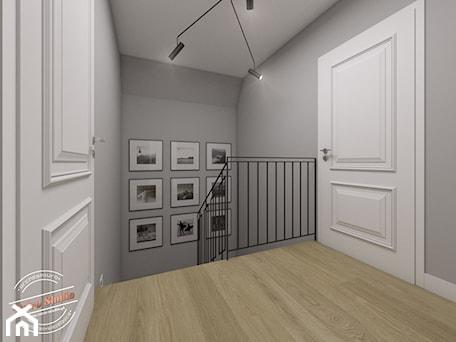 Aranżacje wnętrz - Schody: Projekt klatki schodowej w domu szeregowym - Retro Studio. Przeglądaj, dodawaj i zapisuj najlepsze zdjęcia, pomysły i inspiracje designerskie. W bazie mamy już prawie milion fotografii!