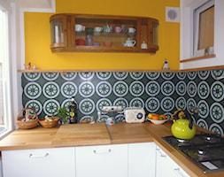 Płytki cementowe w nowoczesnej kuchni nad blatem - zdjęcie od Cerames